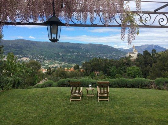 Villa Kilauea : Wisteria over suite terrace