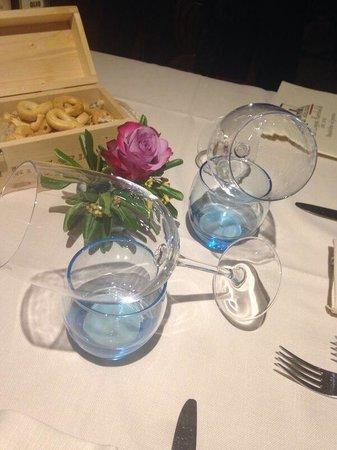 La Loggia Rambaldi : Tavolo con rosa
