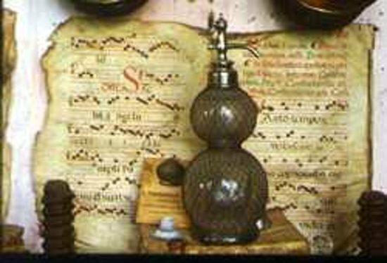 Museo de Farmacia Botica de Peñaranda de Duero: Papiros y Utillaje