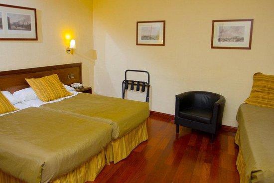 BEST WESTERN Carlos V: Guest Room