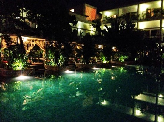 The Plantation - urban resort & spa : The Pool area at night