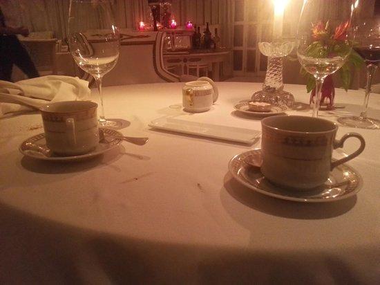 El Bistro: el té, de punta en blanco