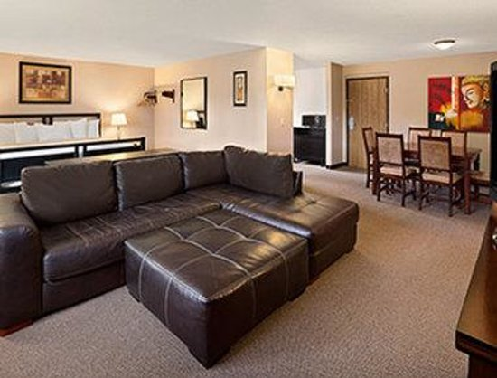 Days Inn Coeur d'Alene : One King Bed Suite