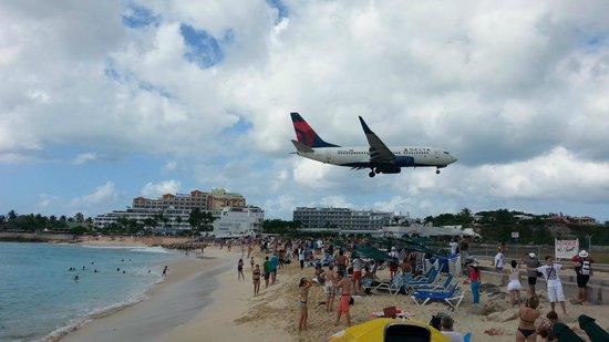 Royal Islander Club La Terrasse Resort: Plane Spotting - Maho Beach