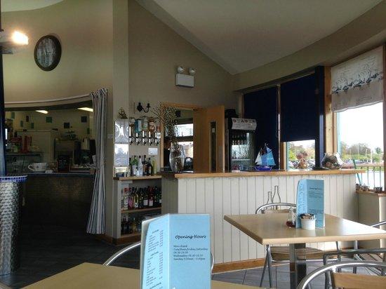 Lakeside Cafe and Bar: Bright Interior