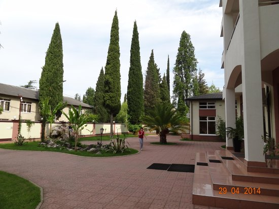 Aibga: вид на двор