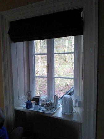 Bryniau Golau: Rear window