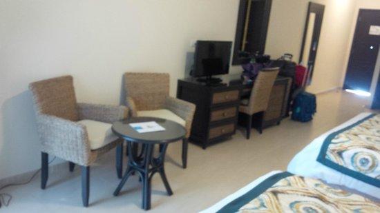 Memories Splash Punta Cana: TV and sitting area - Room 2421