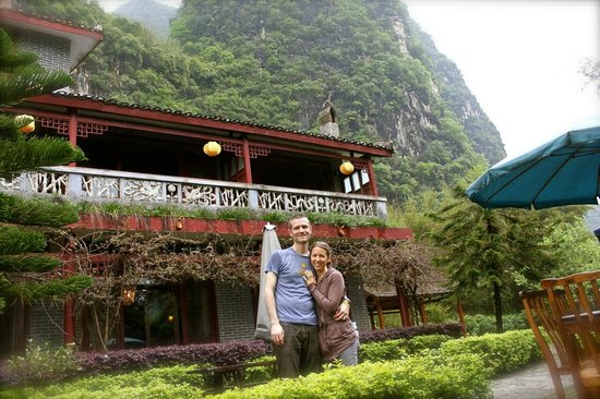 Yangshuo Mountain Retreat : Us in Front of the Retreat