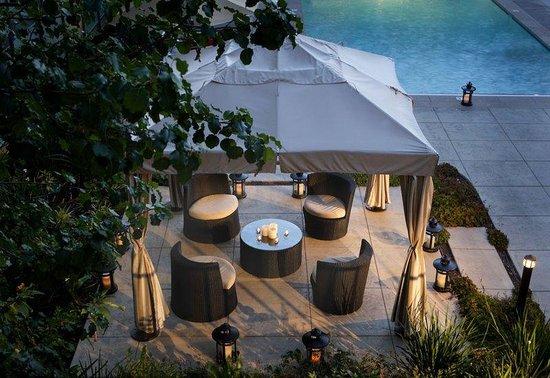 Marin Suites Hotel: Poolside Cabana