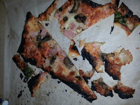 Searle's Trading Post: Searles burnt pizza....zero apology. ..stay away