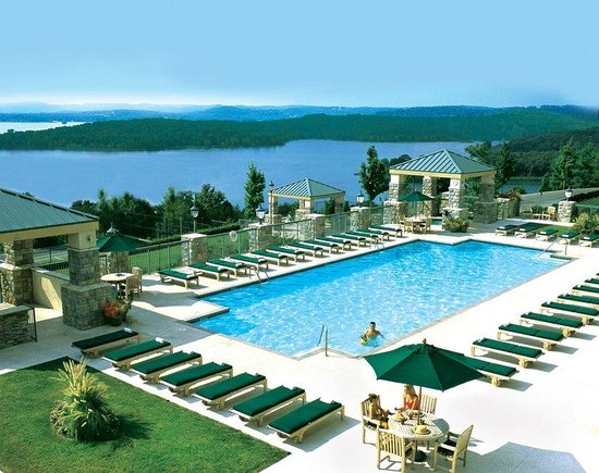 Chateau on the Lake Resort & Spa: Outdoor Pool