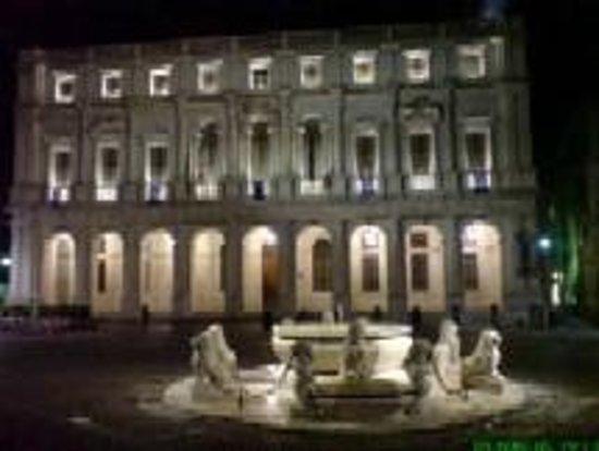 Piazza Vecchia : Biblioteca A.Maj
