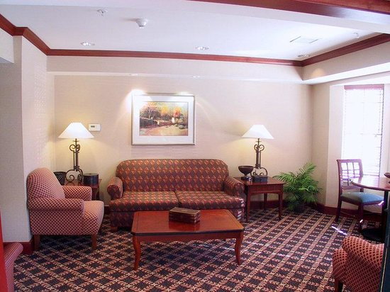Staybridge Suites Grand Rapids/Kentwood : Lobby View