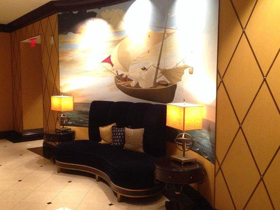 Kimpton Marlowe Hotel: Entry way - nautical theme