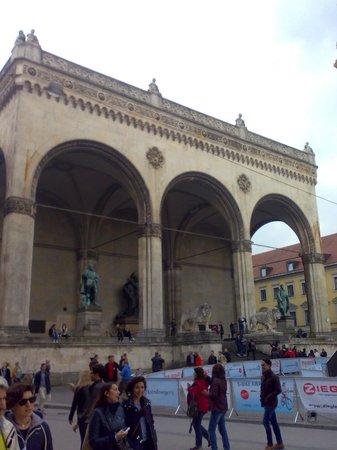 Odeonsplatz: Feldherrnhalle