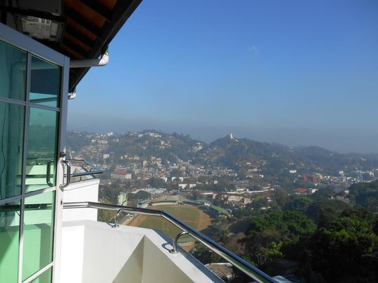 The Peak Residence : balcon de la chambre