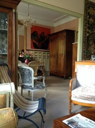 Un Ciel a Paris: sitting in the living room looking into the dining area