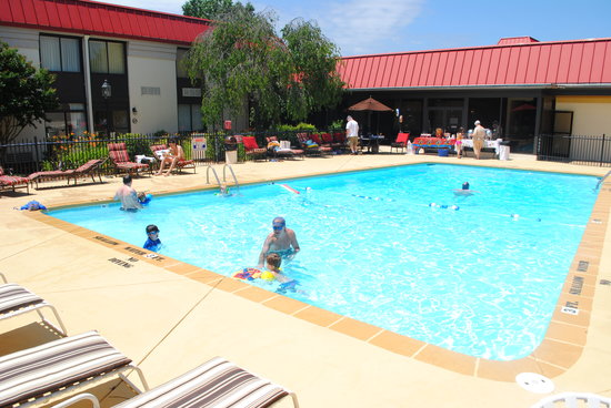 Village Inn Event Center: Outdoor Pool