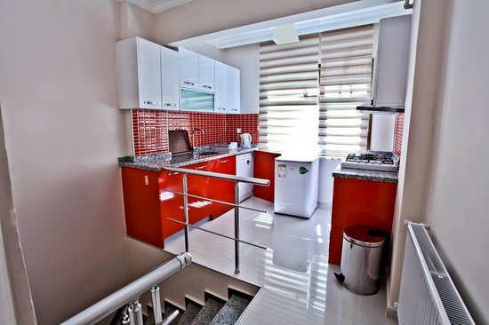 Papillon Suites: kitchen of deluxe
