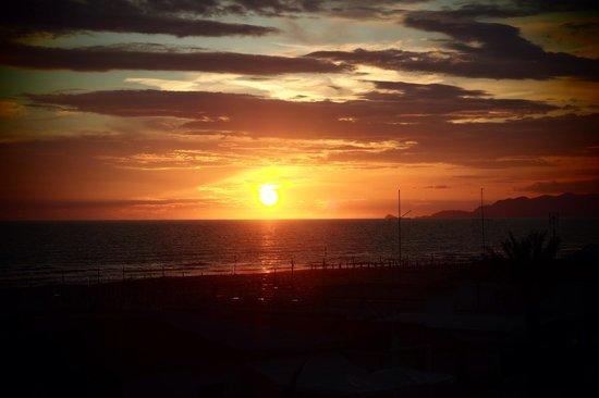 Hotel Lungomare : Sonnenuntergang mit Blick vom Balkon Zimmer 22