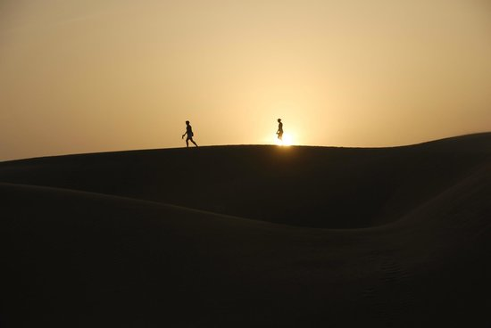 Qasr Al Sarab Desert Resort by Anantara: Düne bei Sonnenuntergang