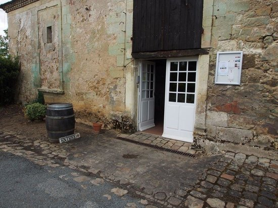 Creysse, Frankreich: Entry to tasting room.