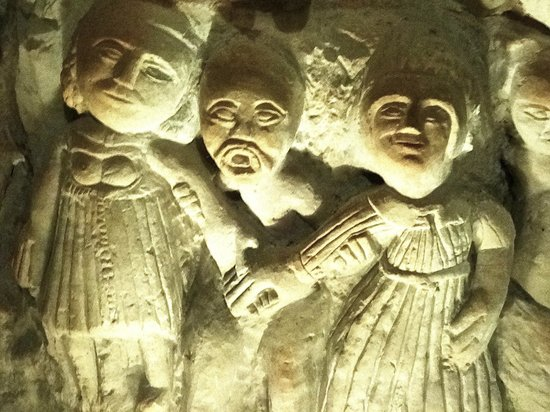 La Cave aux Sculptures: A political intrigue