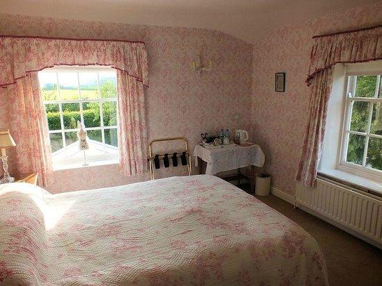 The Grange: Pink Bedroom