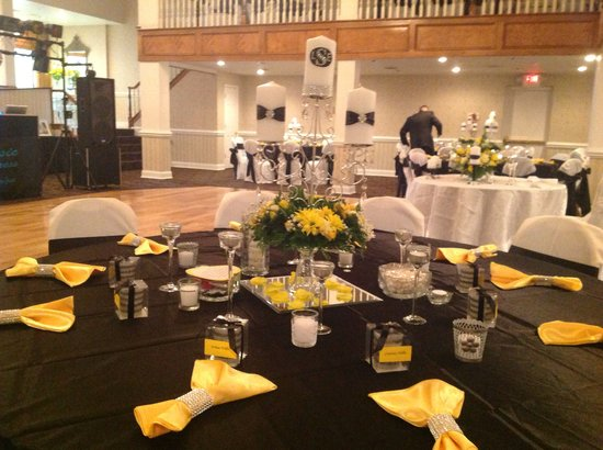 Village Inn Event Center: Crystal Ballroom
