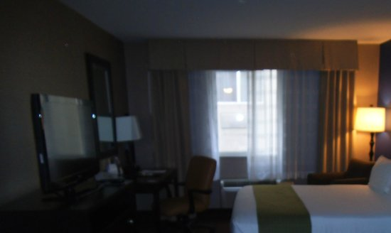 Holiday Inn Seattle Downtown: our view of wall of windows, garbage bins a few levels below