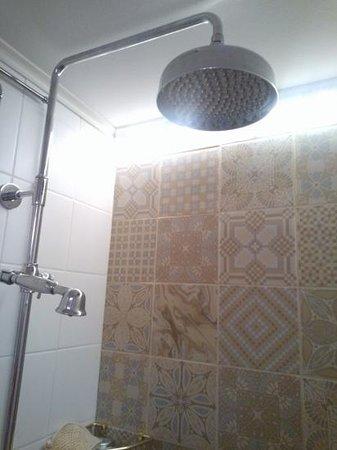 Hotel Yopuu: shower