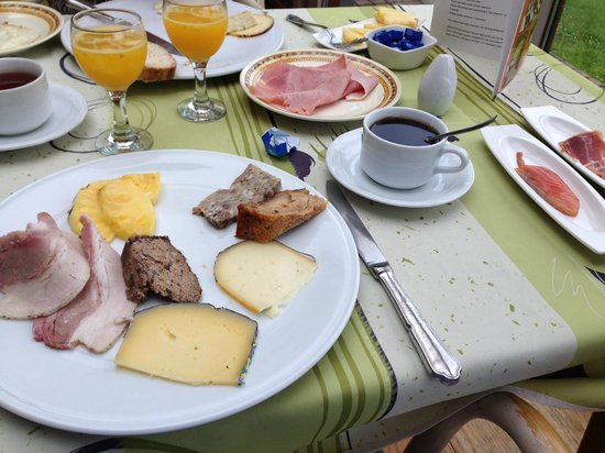Hotel De Stokerij: Breakfast.  Yum!