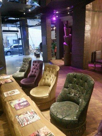 City By Molton Hotels : Zona lettura adiacente reception