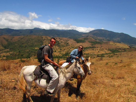 Lost and Found Ecohostel: excursion cheval