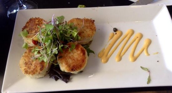 GG's Waterfront Bar and Grill : crab cakes