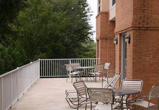 Fairfield Inn & Suites Winchester: Outdoor Patio