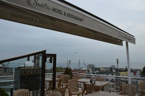 The Sunrise Hotel: Vue sur la mer Marmara