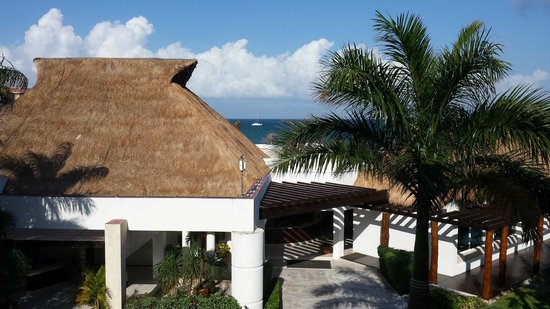 Hotel Marina El Cid Spa & Beach Resort: View from balcony over looking spa and ocean.