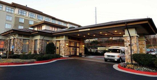 Hilton Garden Inn Atlanta NW/Wildwood: Front Entrance