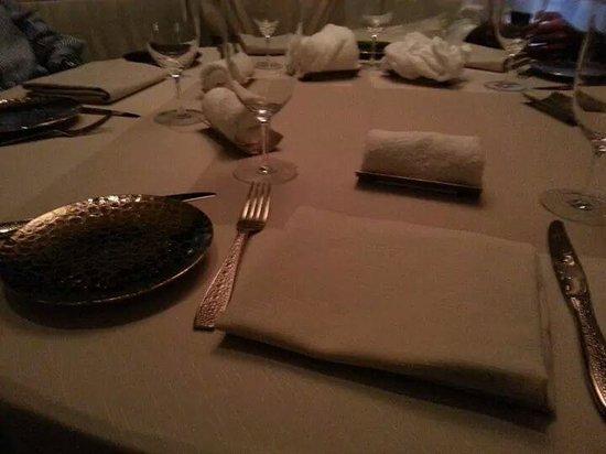 Armani/Ristorante : La tavola