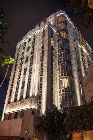 Sunset Tower Hotel : Front of Hotel at Night