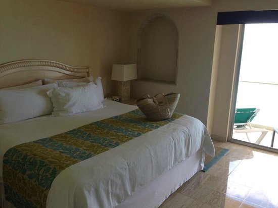 Grand Fiesta Americana Coral Beach Cancun: bed