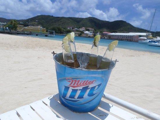 Hotel on the Cay: Bucket of Corona's on the beach!
