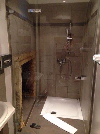 Hotel Parc Beaux-Arts Luxembourg: Ванная в так называемом Люксе...