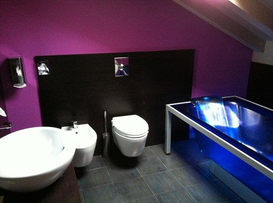 Bagno enorme della stanza 303 con vasca idromassaggio - Foto di ...