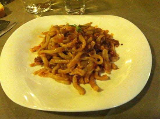 Osteria La Botte Piena: Pici con sugo tradizionale