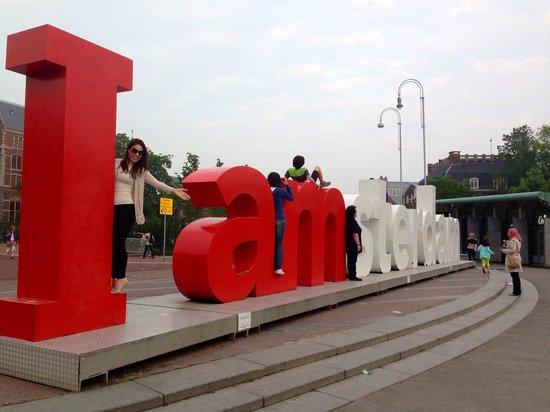 Max Brown Hotel Museum Square: Letras de Amsterdam