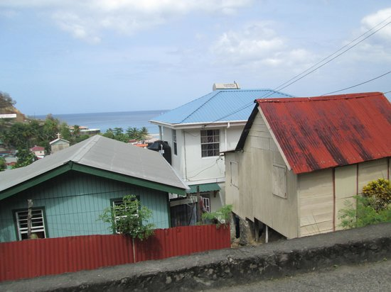 Real St. Lucia Tours : Some of the houses we drove by