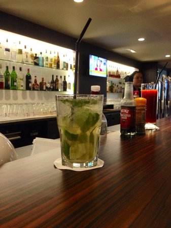 Holiday Inn Toulouse Airport: Le bar